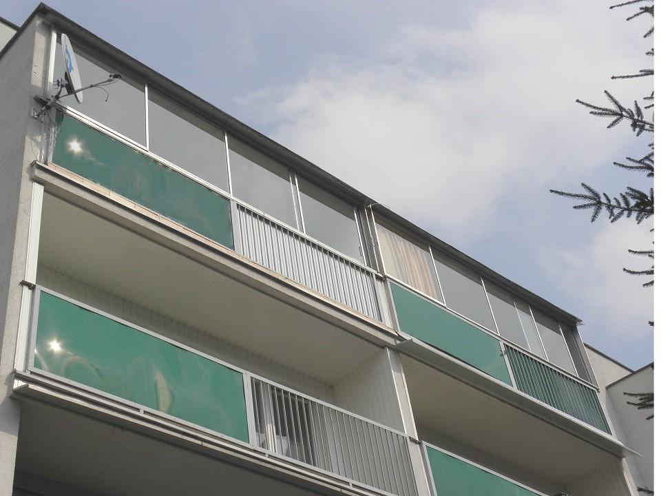 Zabudowa balkonu z zewnątrz
